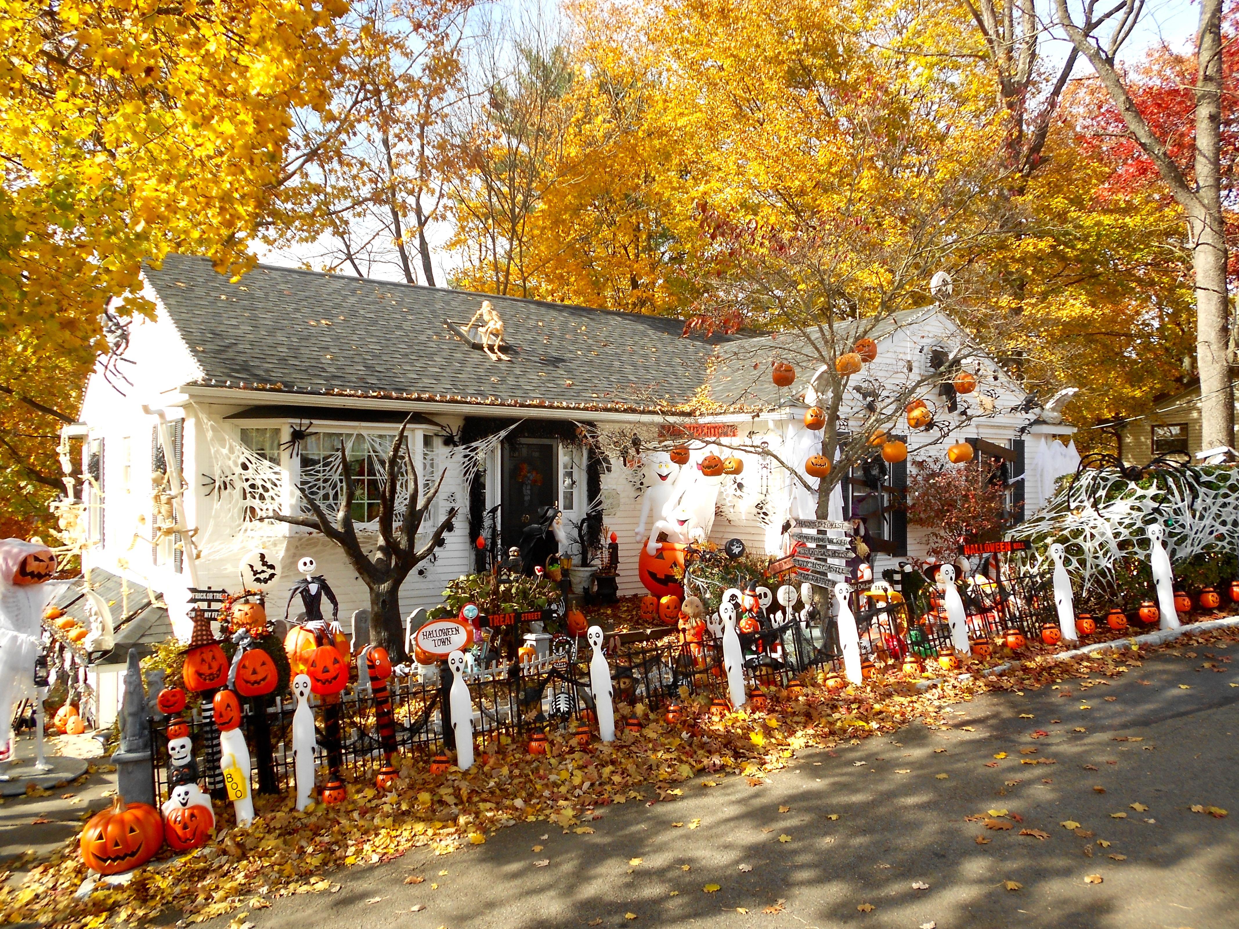 File Weatherly Pa Halloween House Jpg Wikimedia Commons