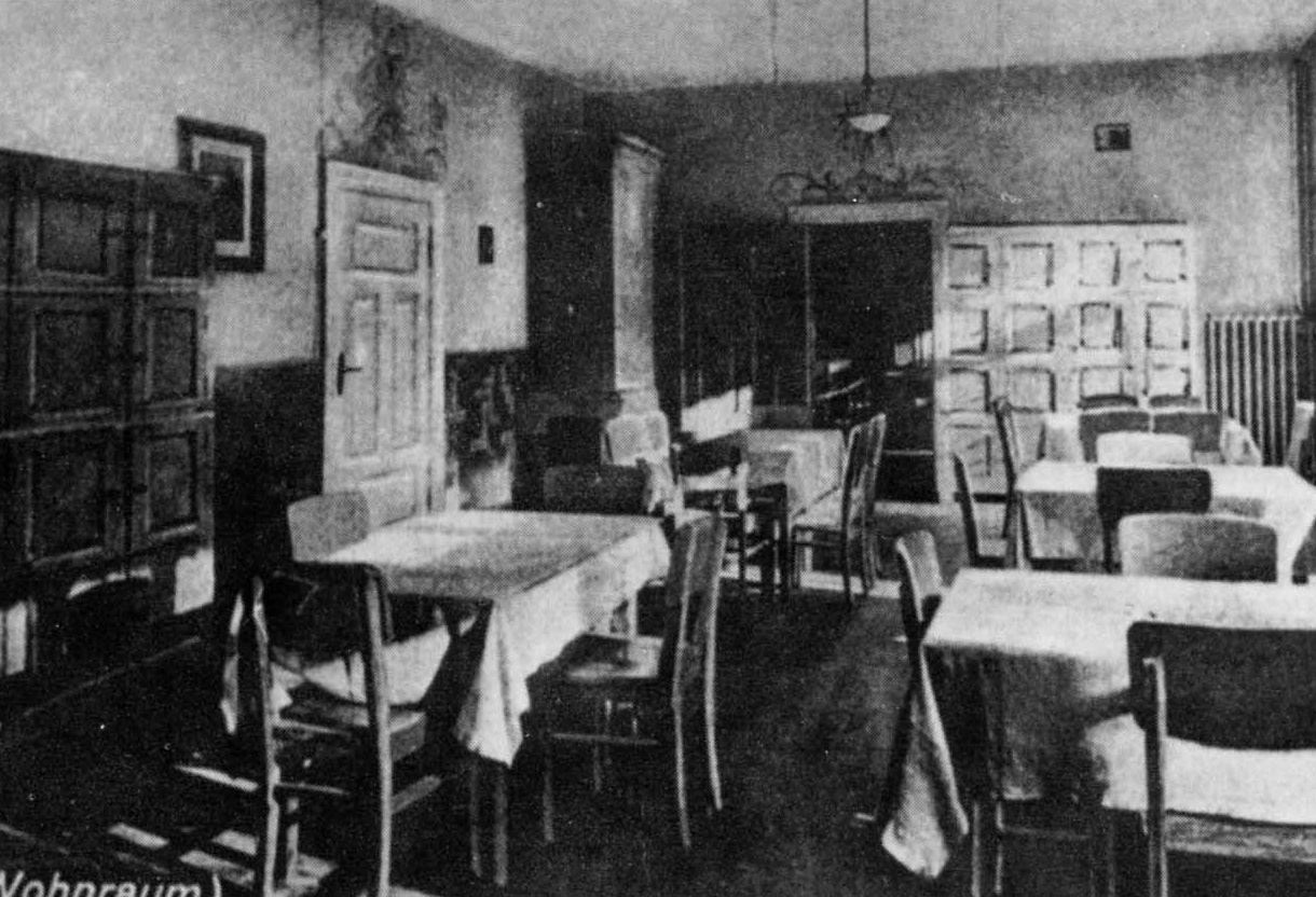 File:Wohnraum des Emmaus (Muschaken).jpg - Wikimedia Commons