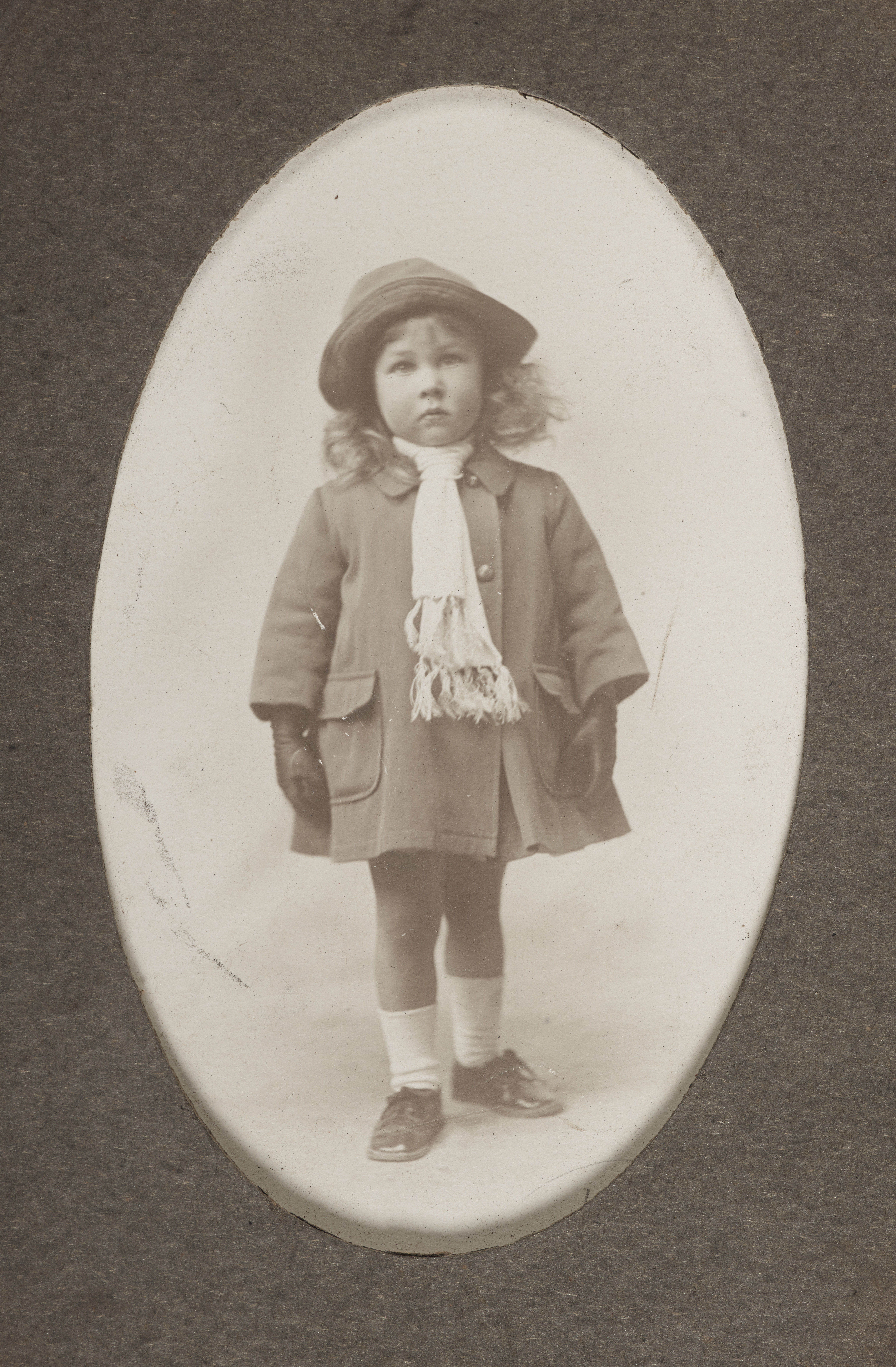 5c65563438392 File:Young girl standing, 1910-1919, Gisborne, by Miss Norah Carter.  Purchased 2013. Te Papa (O.040811).jpg