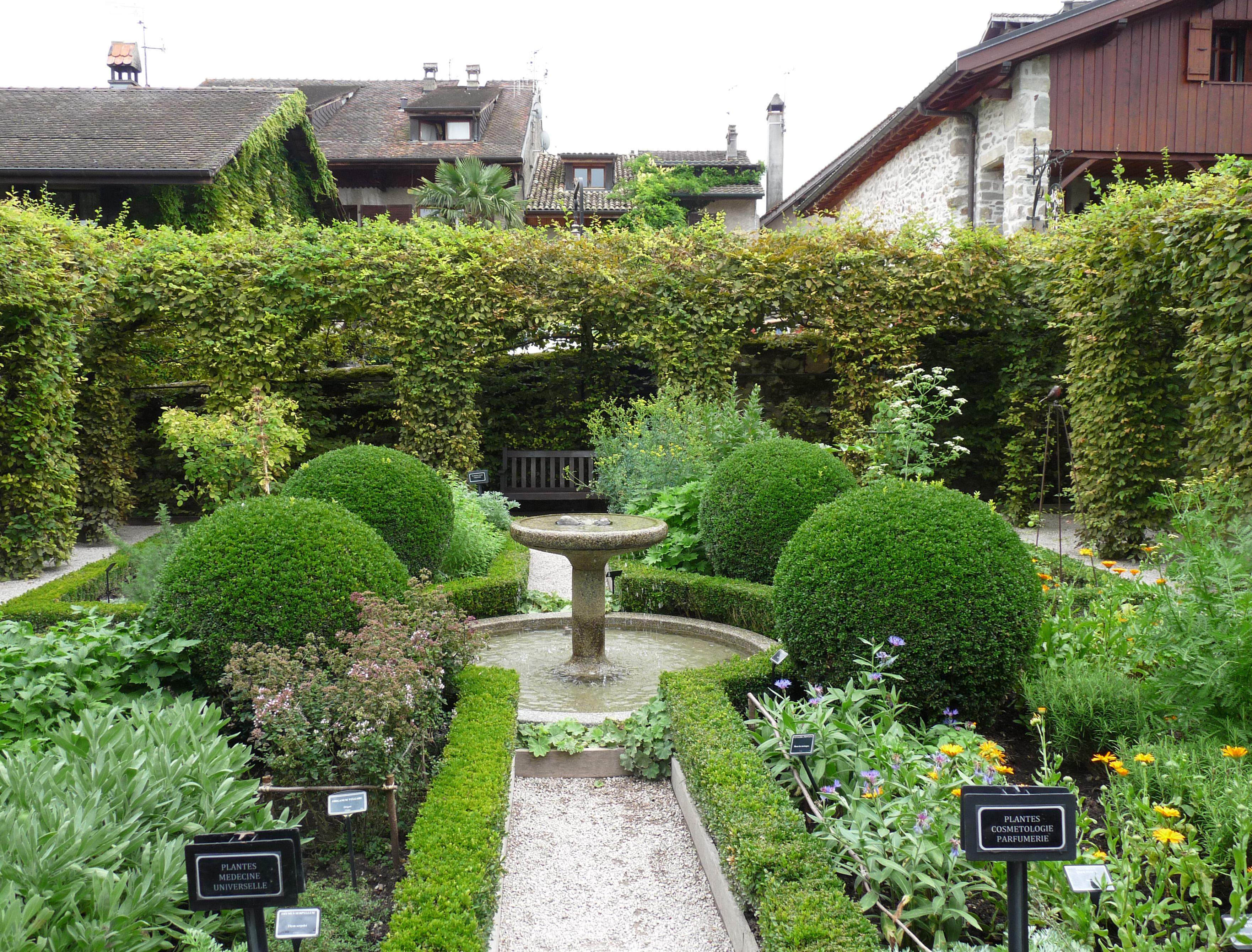 File yvoire jardin des cinq sens 3 jpg wikimedia commons for Jardin 44 des 5 sens
