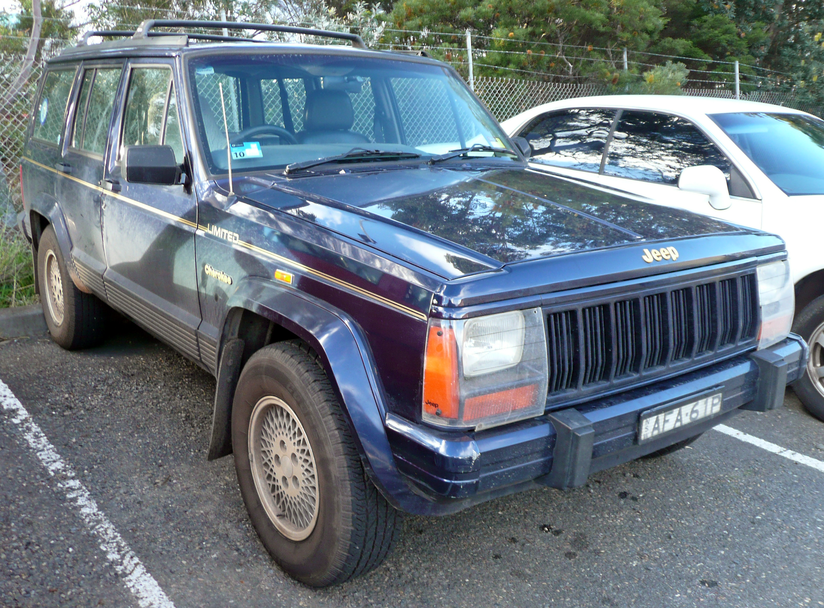 file 1994 1997 jeep cherokee xj limited wikimedia commons. Black Bedroom Furniture Sets. Home Design Ideas