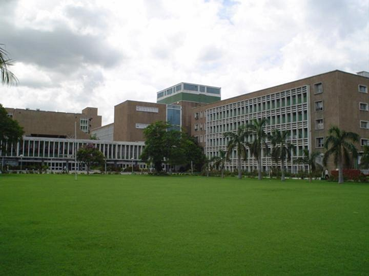 AIIMS central lawn.jpg
