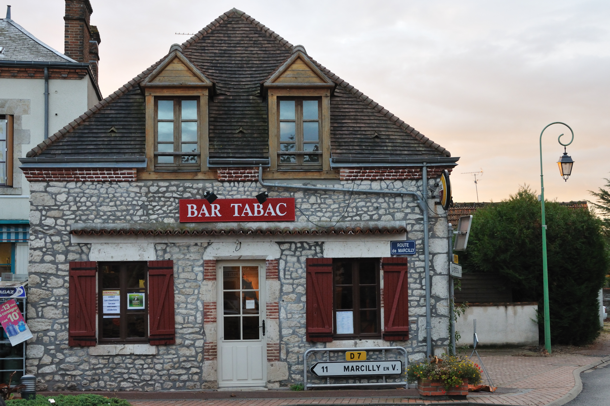 Ardon France  city photo : Ardon bar tabac La Gibecière 2 Wikimedia Commons