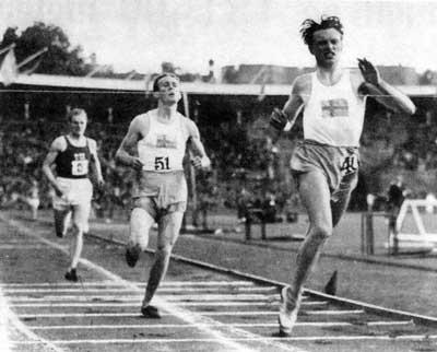 Arne Andersson sejrer på 1500 meter og sætter nyt svensk rekord med tiden 3.48,8 i en landskamp mod Finland den 28 juli 1939 Stockholms Stadion på.