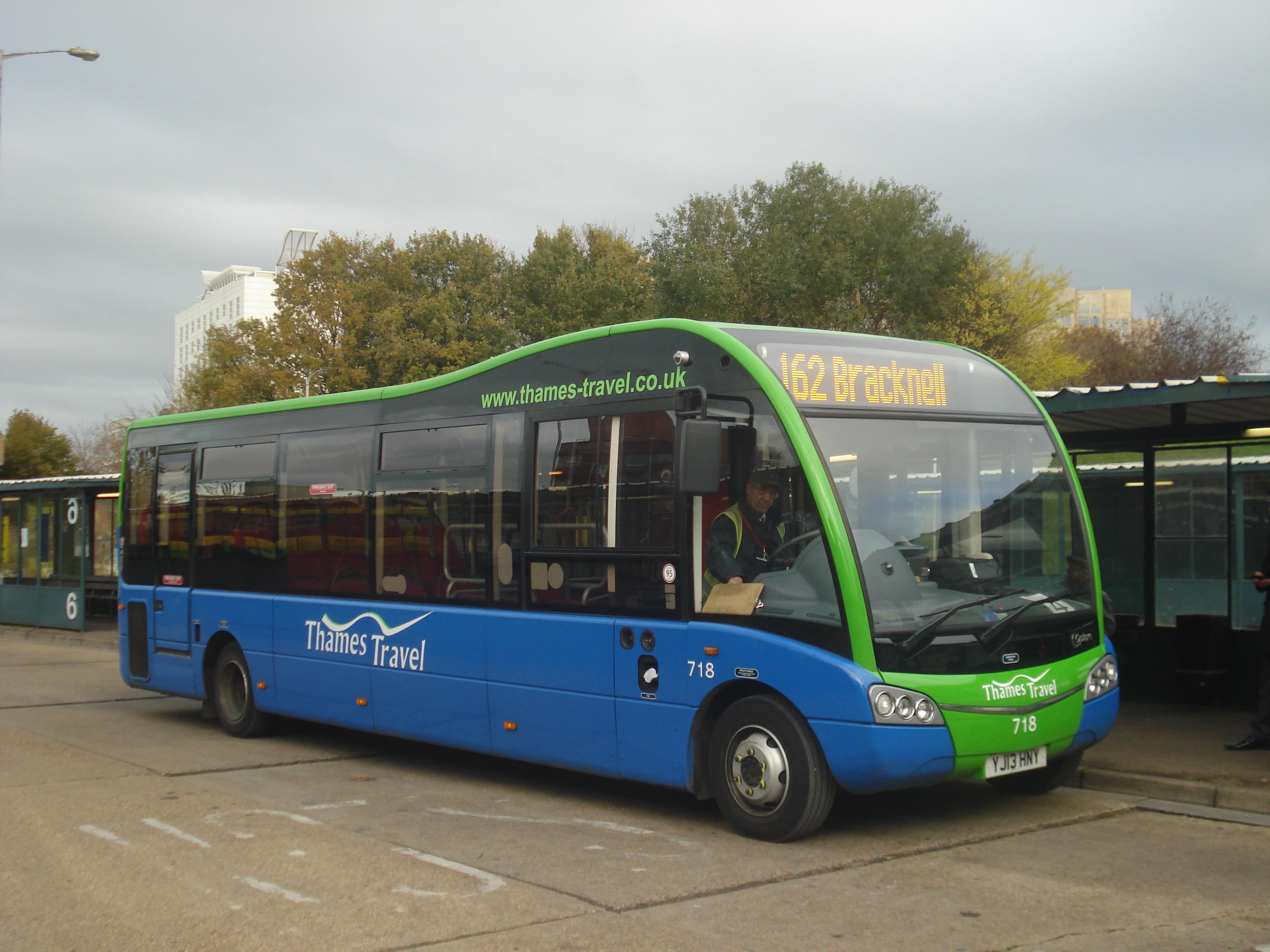 file:au morandarte flickr thames travel 718 on route 162, bracknell