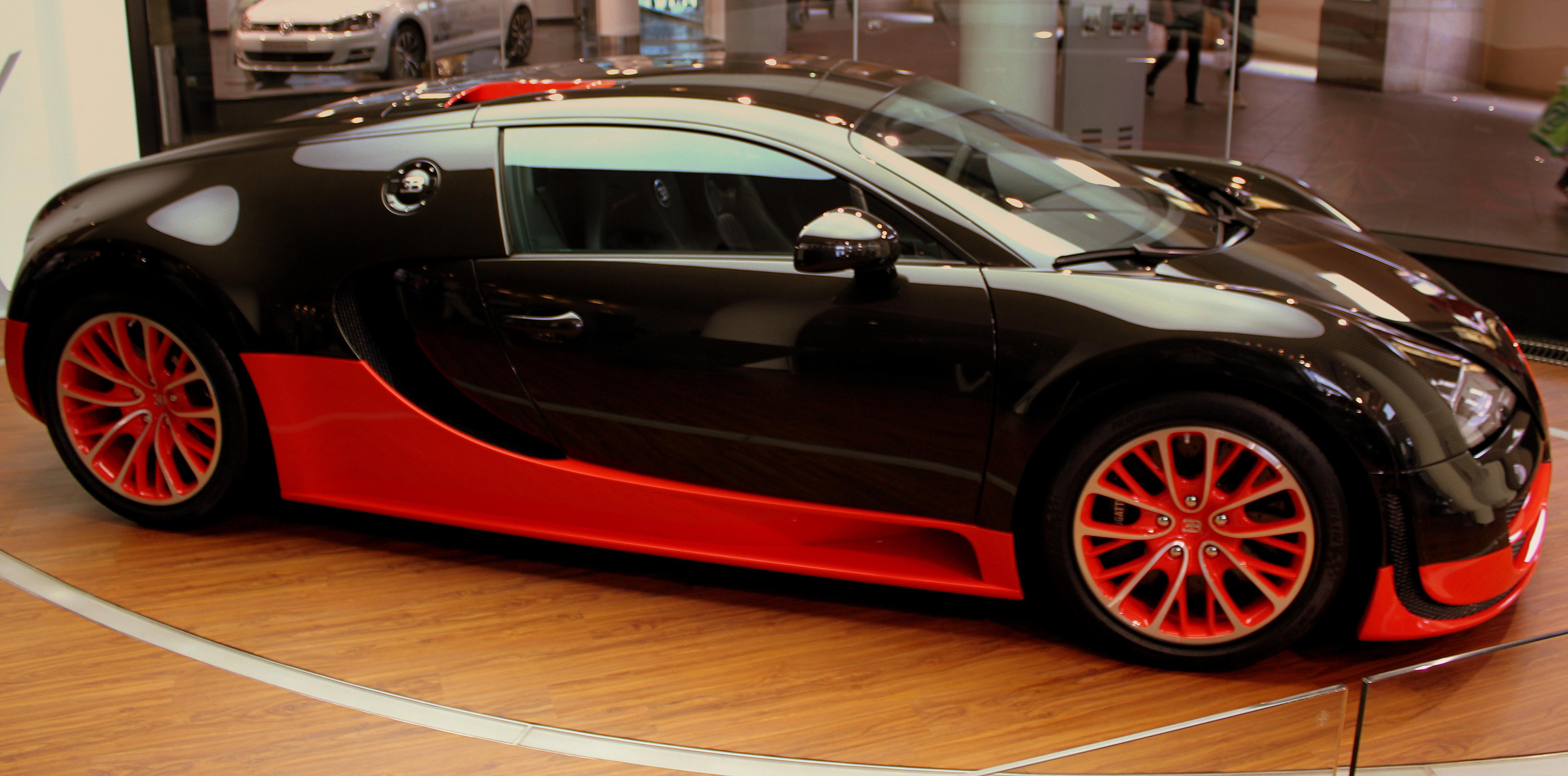 file bugatti veyron 16 4 super sport in bugatti dealer in berlin. Cars Review. Best American Auto & Cars Review