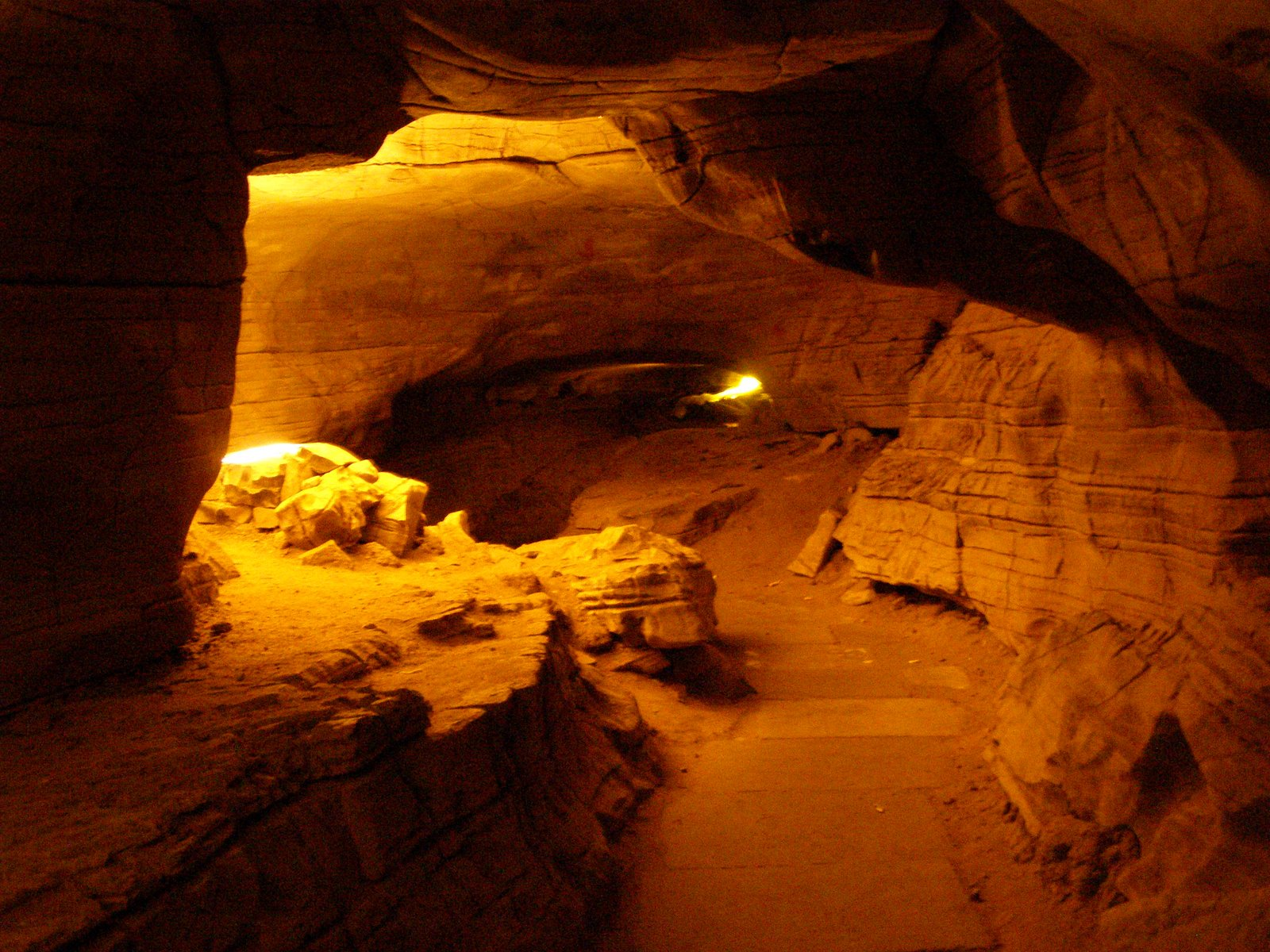 how to get to remarkable caves
