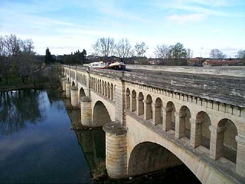 aqueducts on the canal du midi wikipedia. Black Bedroom Furniture Sets. Home Design Ideas