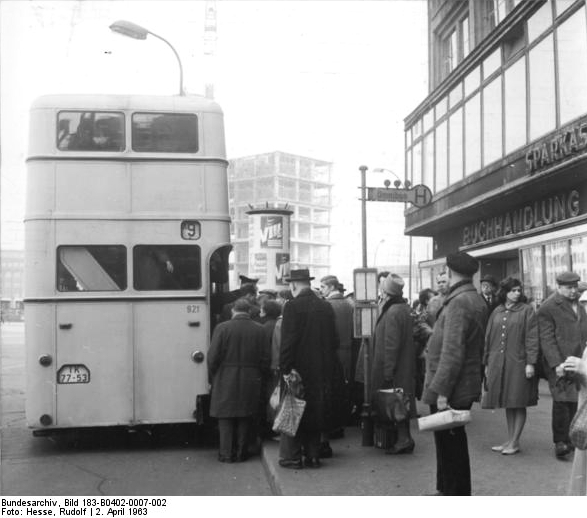 file bundesarchiv bild 183 b0402 0007 002 berlin alexanderplatz bus. Black Bedroom Furniture Sets. Home Design Ideas