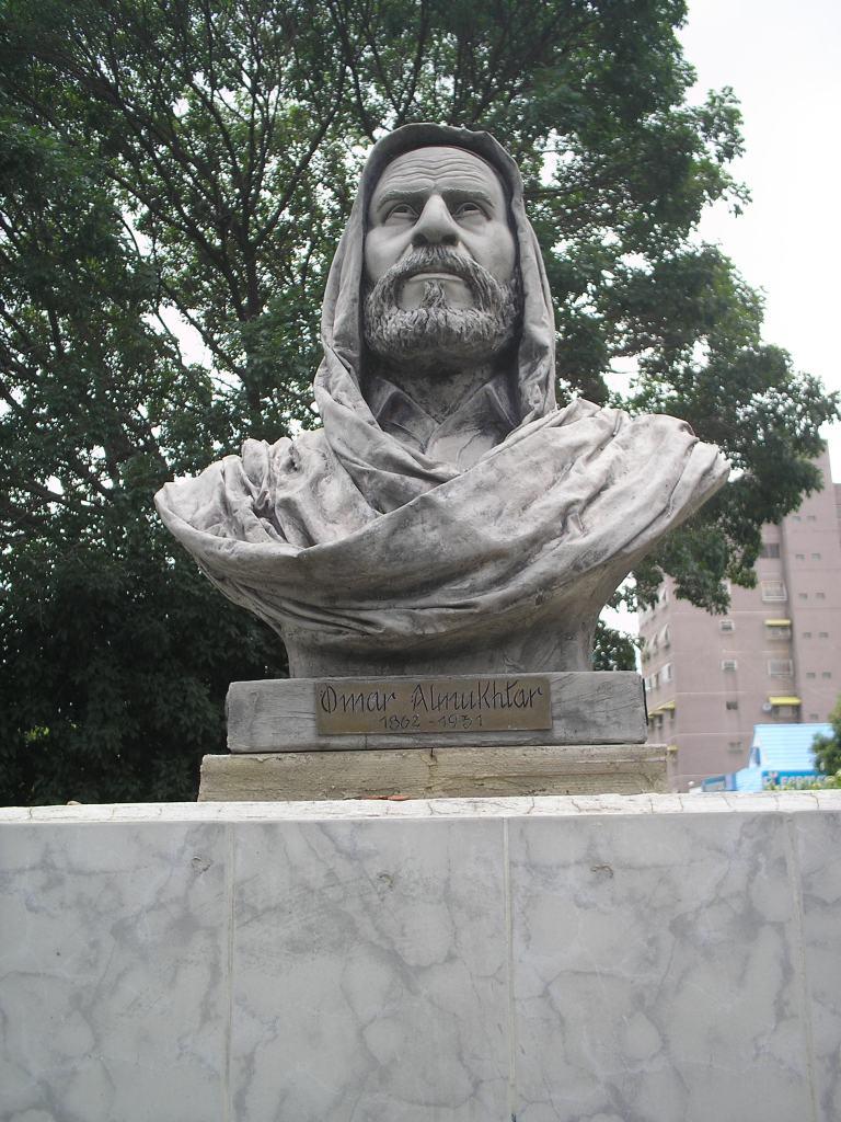 ファイル busto de omar mukhtar jpg wikipedia