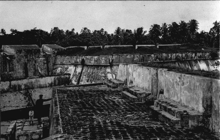Filecollectie Tropenmuseum De Binnenkant Van Fort Marlborough In Bengkulu Tmnr  Jpg