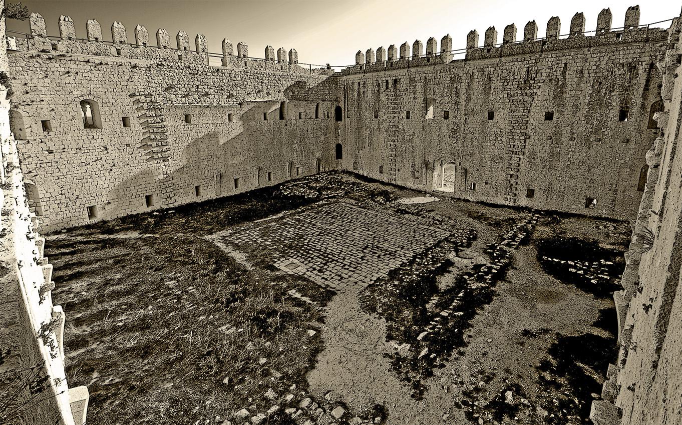 Torroella de Montgri Spain  city photos gallery : Castell de Montgrí Torroella de Montgrí 2 Wikimedia ...