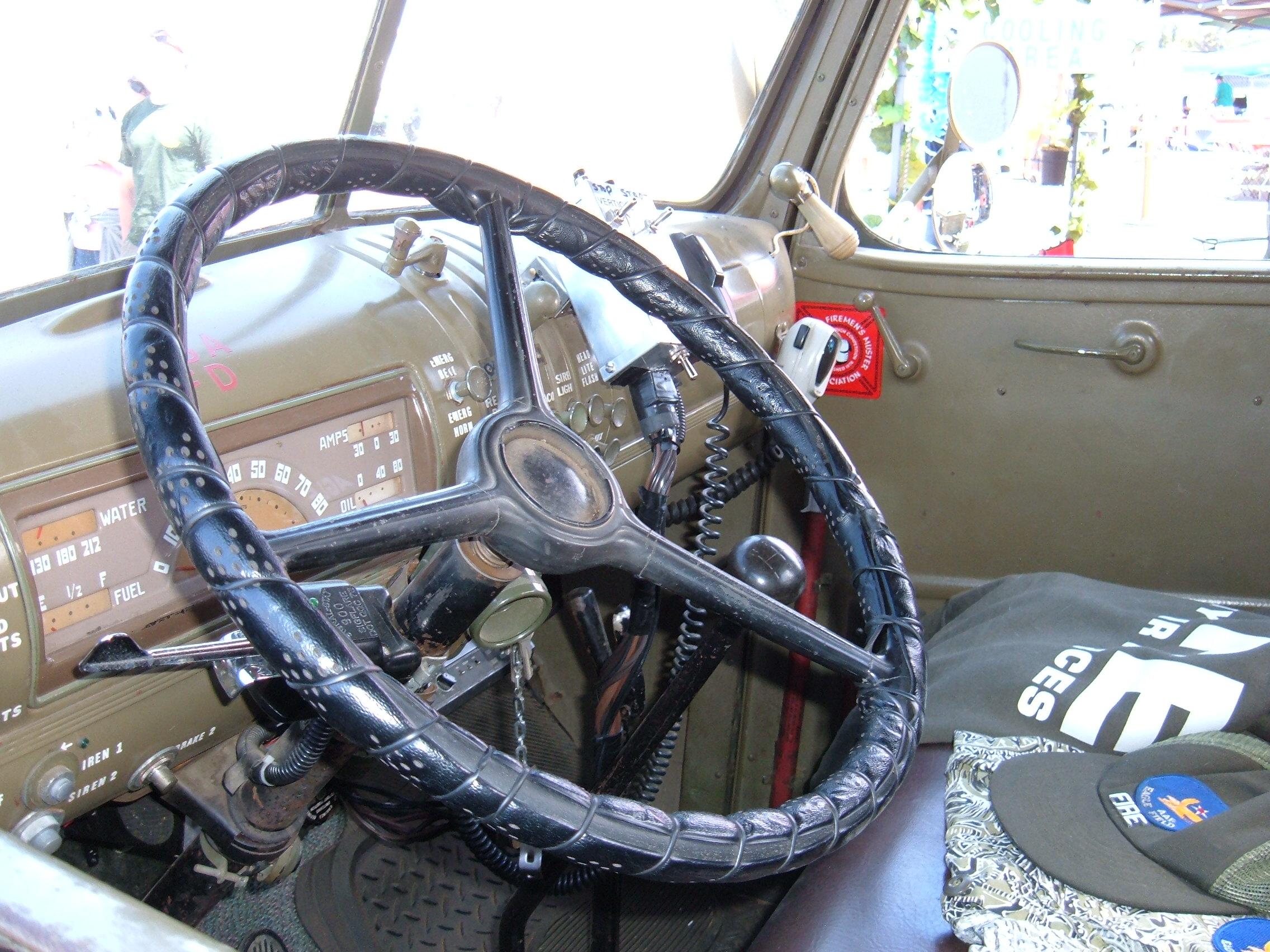 File Chevrolet Ww Ii Fire Truck Eagle Field Two Steering Wheel Jpg
