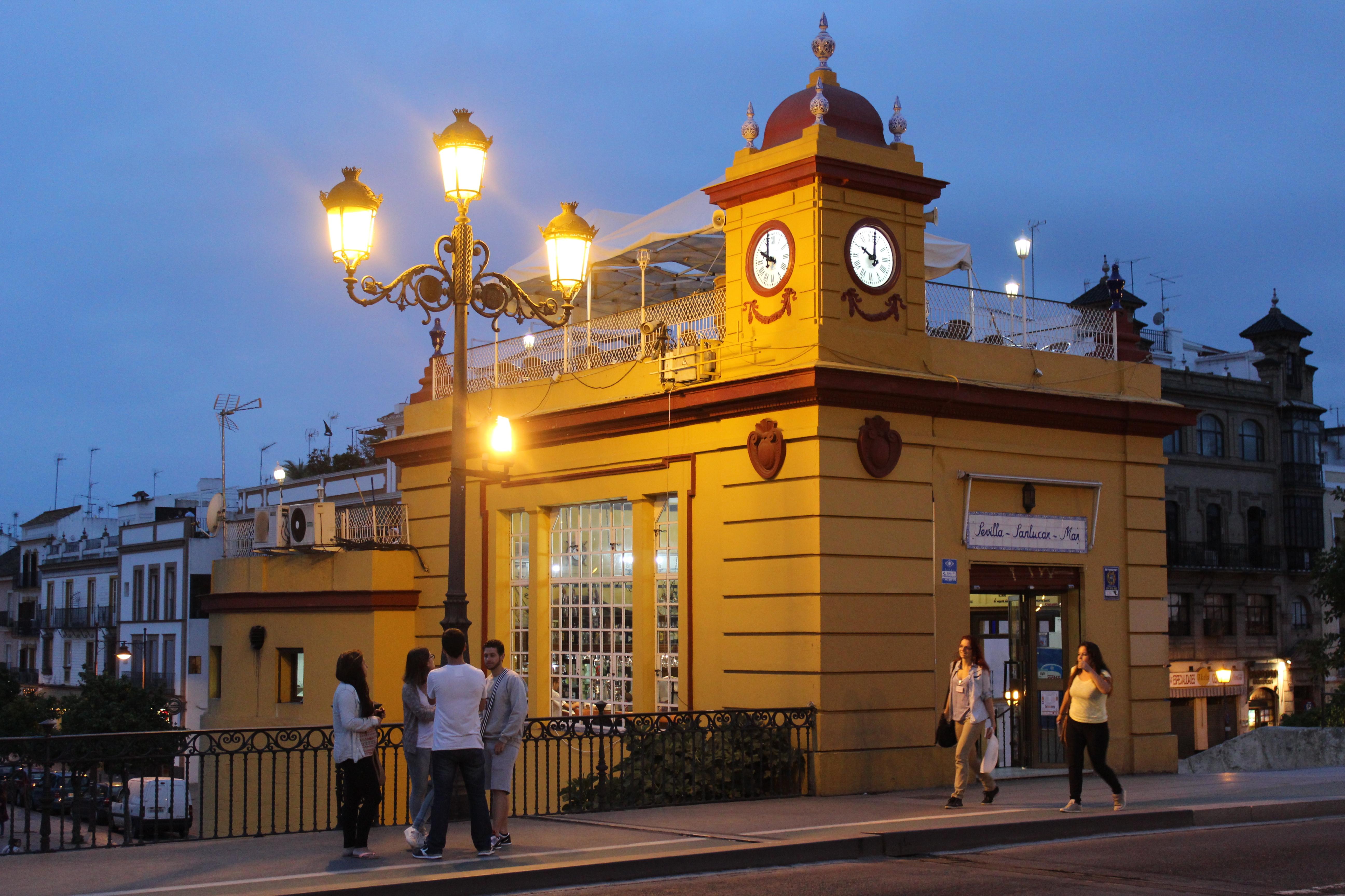 File Clock On A Restaurant In Seville Spain Jpg Wikimedia