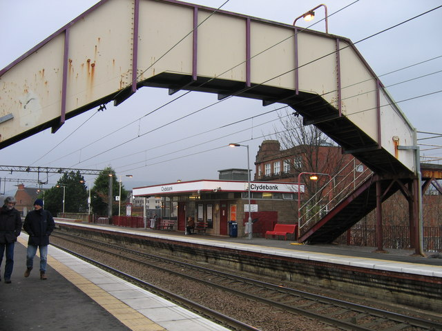 http://upload.wikimedia.org/wikipedia/commons/6/6d/Clydebank_railway_station_in_2007.jpg