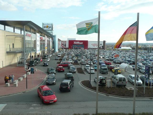 File:Dresden - Blick auf den Parkplatz des Einkaufszentrum Elbepark - geo-en.hlipp.de - 12516.jpg