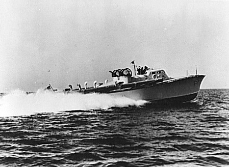 File:Elco 70 foot PT boat PT-10 1941 jpg - Wikimedia Commons