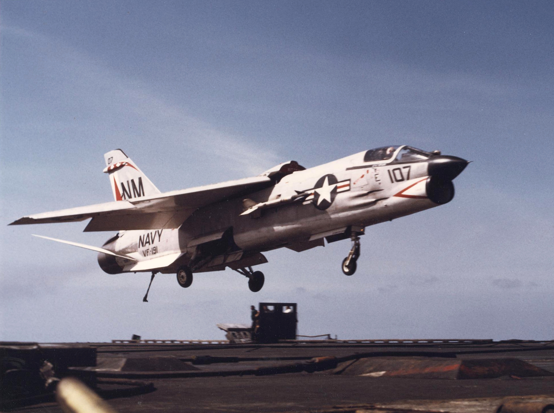 File:F-8J Crusader of VF-191 is recovered aboard USS