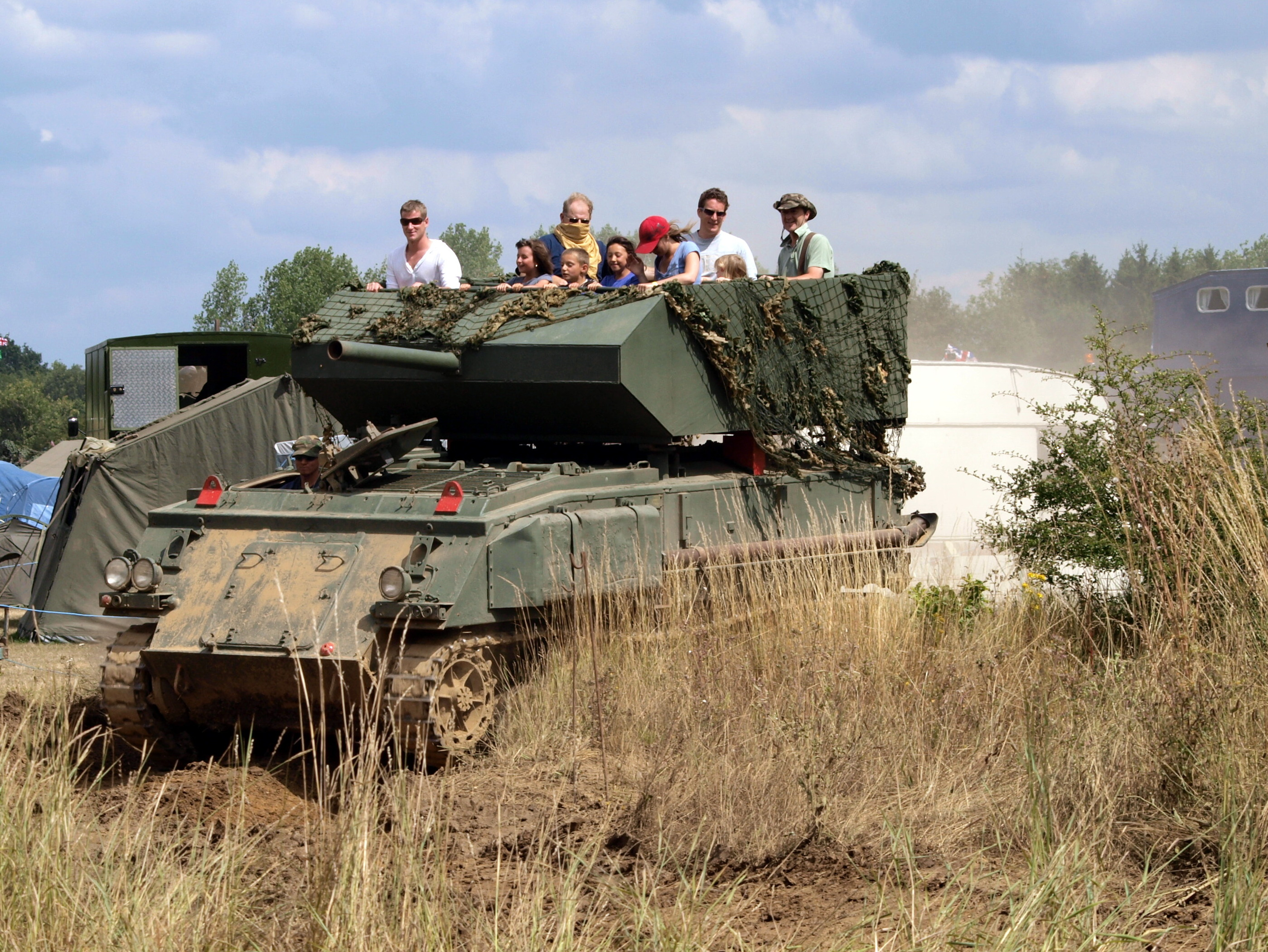 File Fv432 With Fake Turret For Commercial Tank Ride Pic1