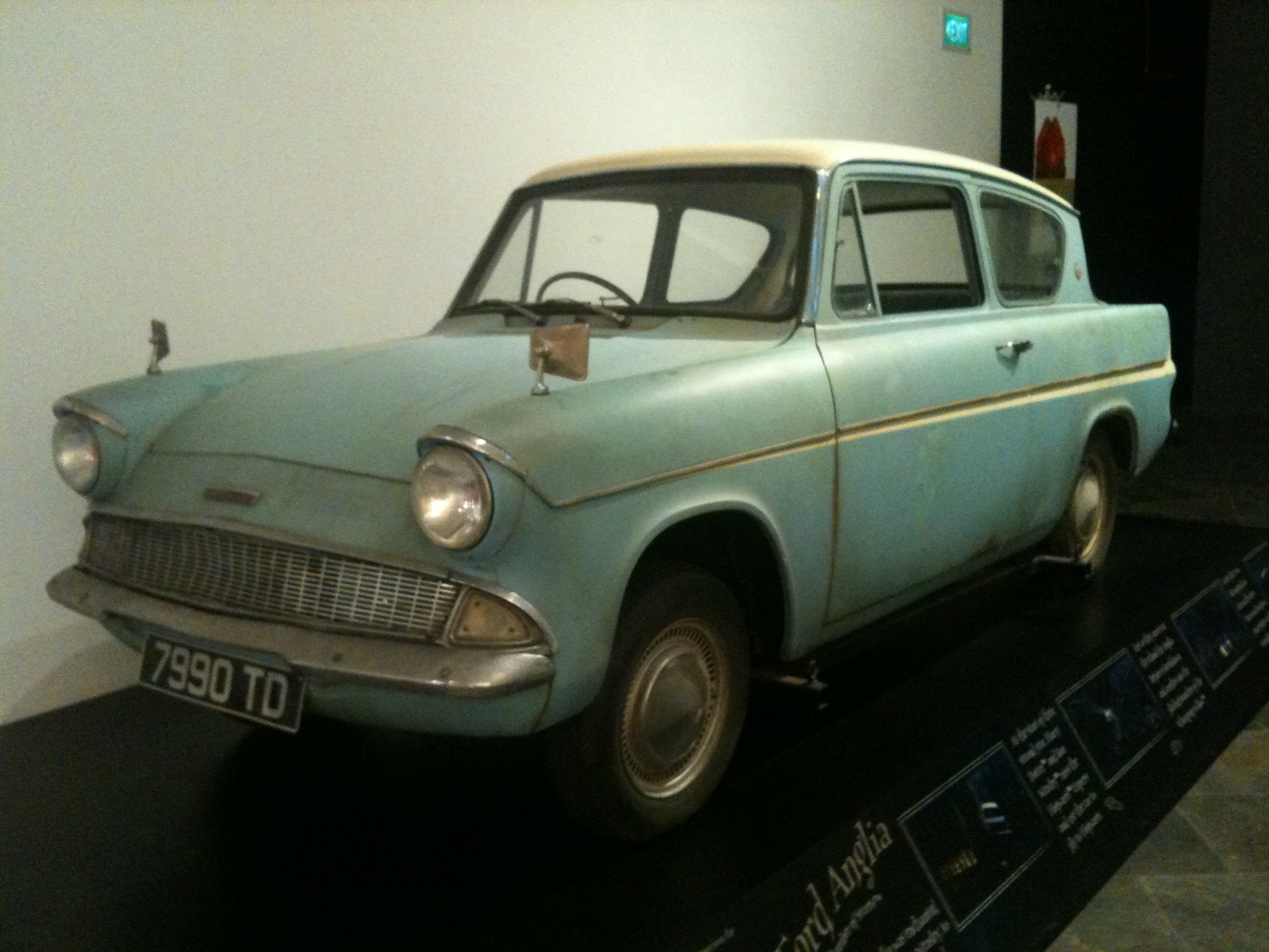 file flying ford anglia from harry potter and the chamber of secrets at the artscience museum. Black Bedroom Furniture Sets. Home Design Ideas