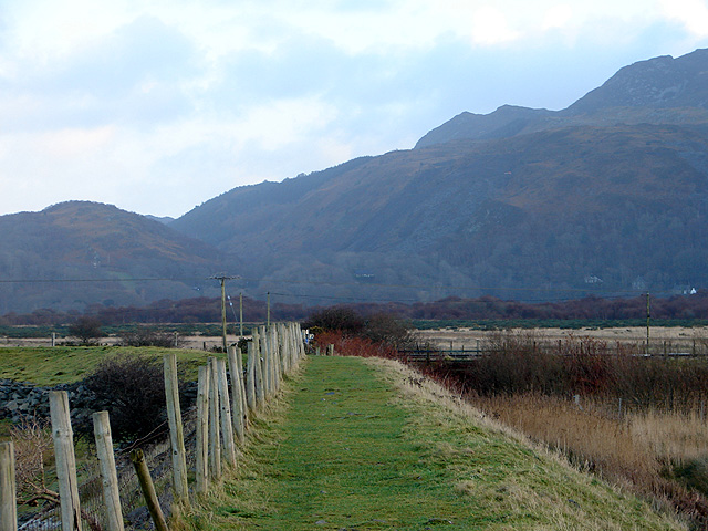 Footpath on sea-defence at Morfa Mawddach - geograph.org.uk - 1087613