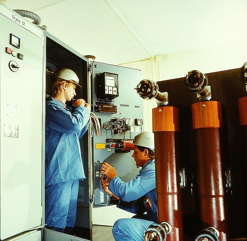 электромонтер по монтажу воздушных линий высокого напряжения и контактной сети