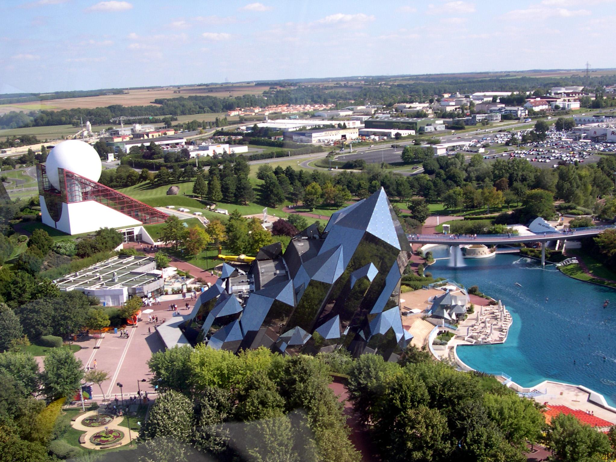 File futuroscope 08 06 vue d 39 en haut wikimedia for Vienne poitiers
