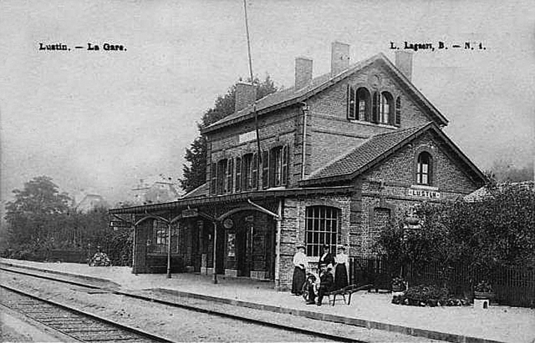 Intérieur de la gare vers 1900, avec la bâtiment voyageurs construit par la compagnie du Nord - Belge.
