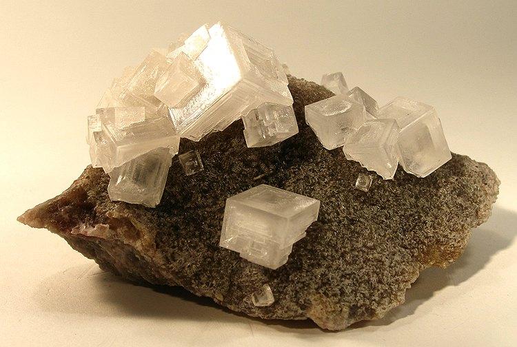 Kryštály kamennej soli