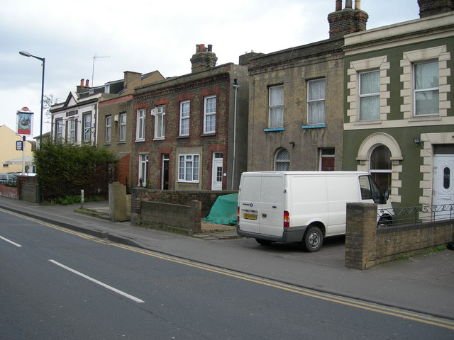 File:Houses and Pub, Cuxton Road, Strood - geograph.org.uk - 715601.jpg