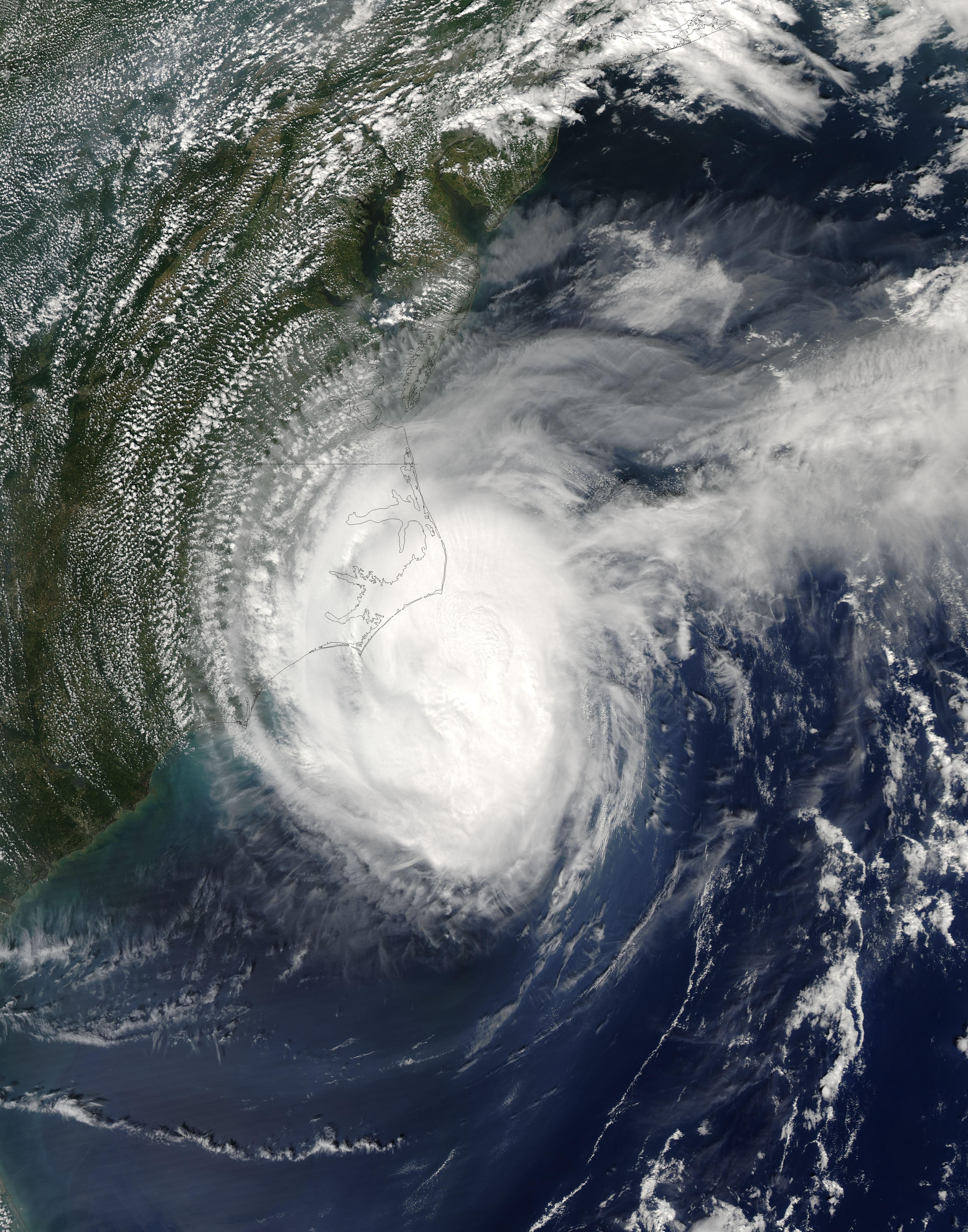 File:Hurricane Ophelia September 15 2005.jpg - Wikimedia ...