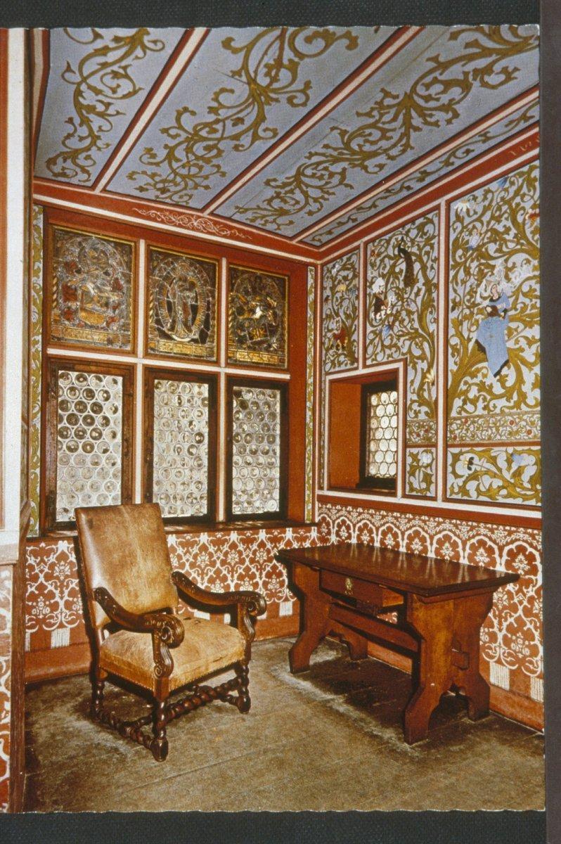 File:Interieur kamer met wand- en plafondschilderingen - Burg Eltz ...