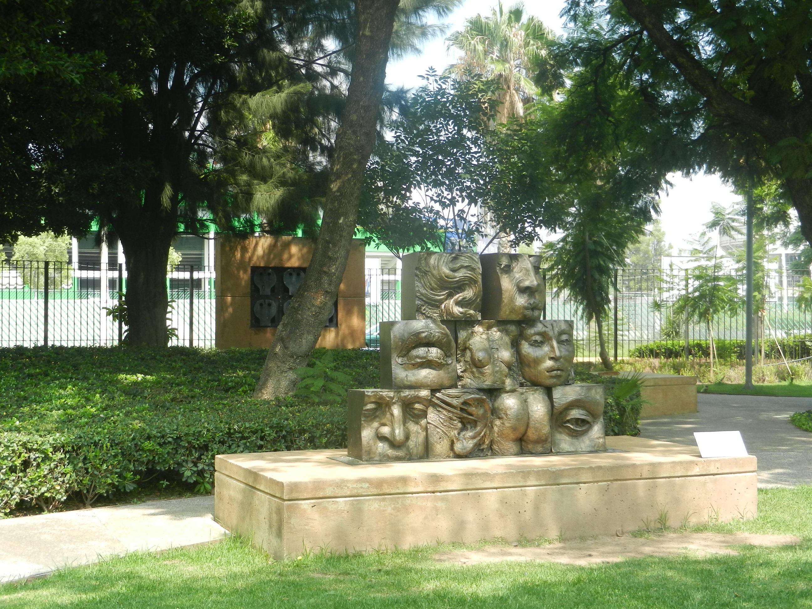 Archivo jard n de las esculturas del mahg jpg wikipedia - Esculturas para jardines ...