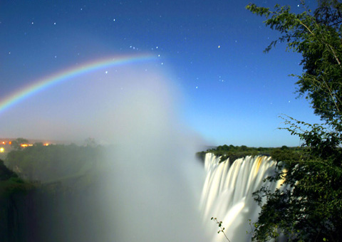 http://blog-rangga.blogspot.com/wikipedia/commons/6/6d/LunarRainbowVicFalls_small.jpg