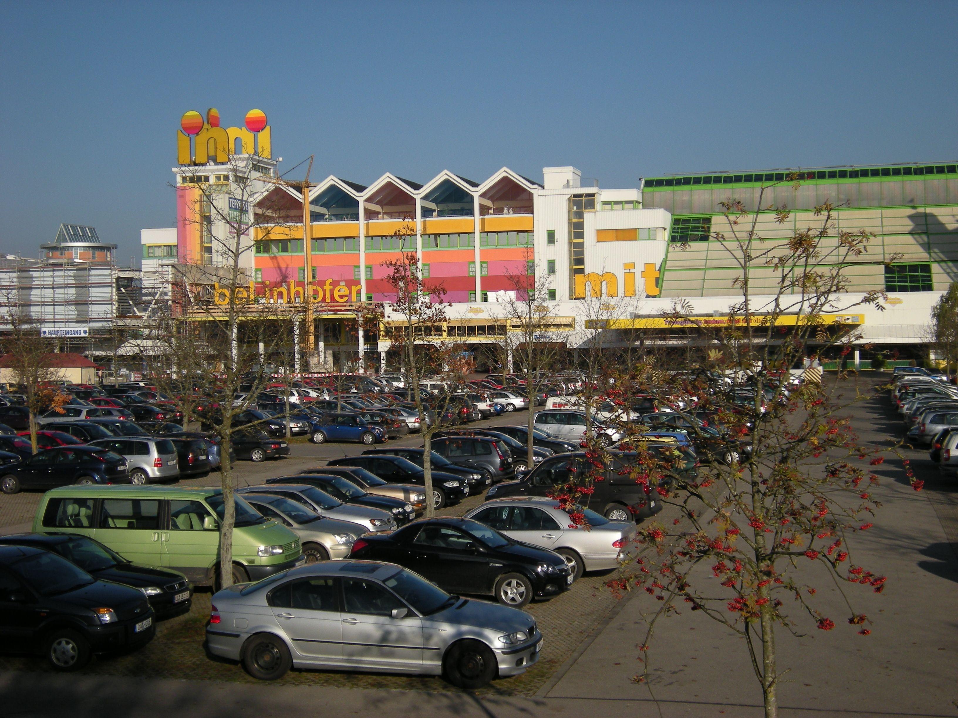 Dateimöbelhaus Inhofer Mit Vollem Parkplatzjpg Wikipedia