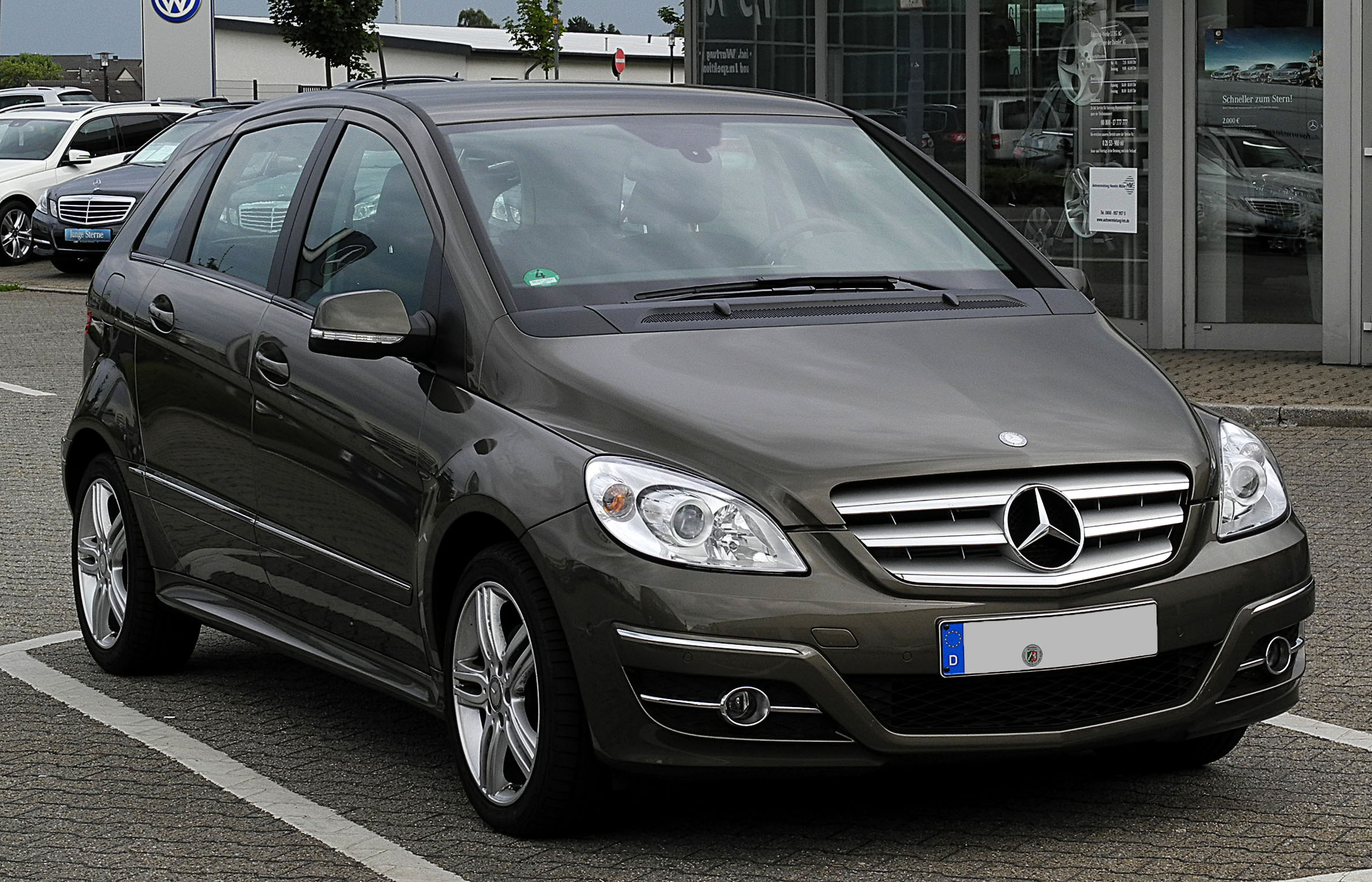 file mercedes benz b 180 cdi t 245 facelift frontansicht 1 10 juni 2011. Black Bedroom Furniture Sets. Home Design Ideas