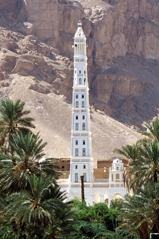 التعريف باليمن كبلد سياحي المعلومات Minaret_Al_Muhdhar_Mosque_Tarim_Yemen.jpg
