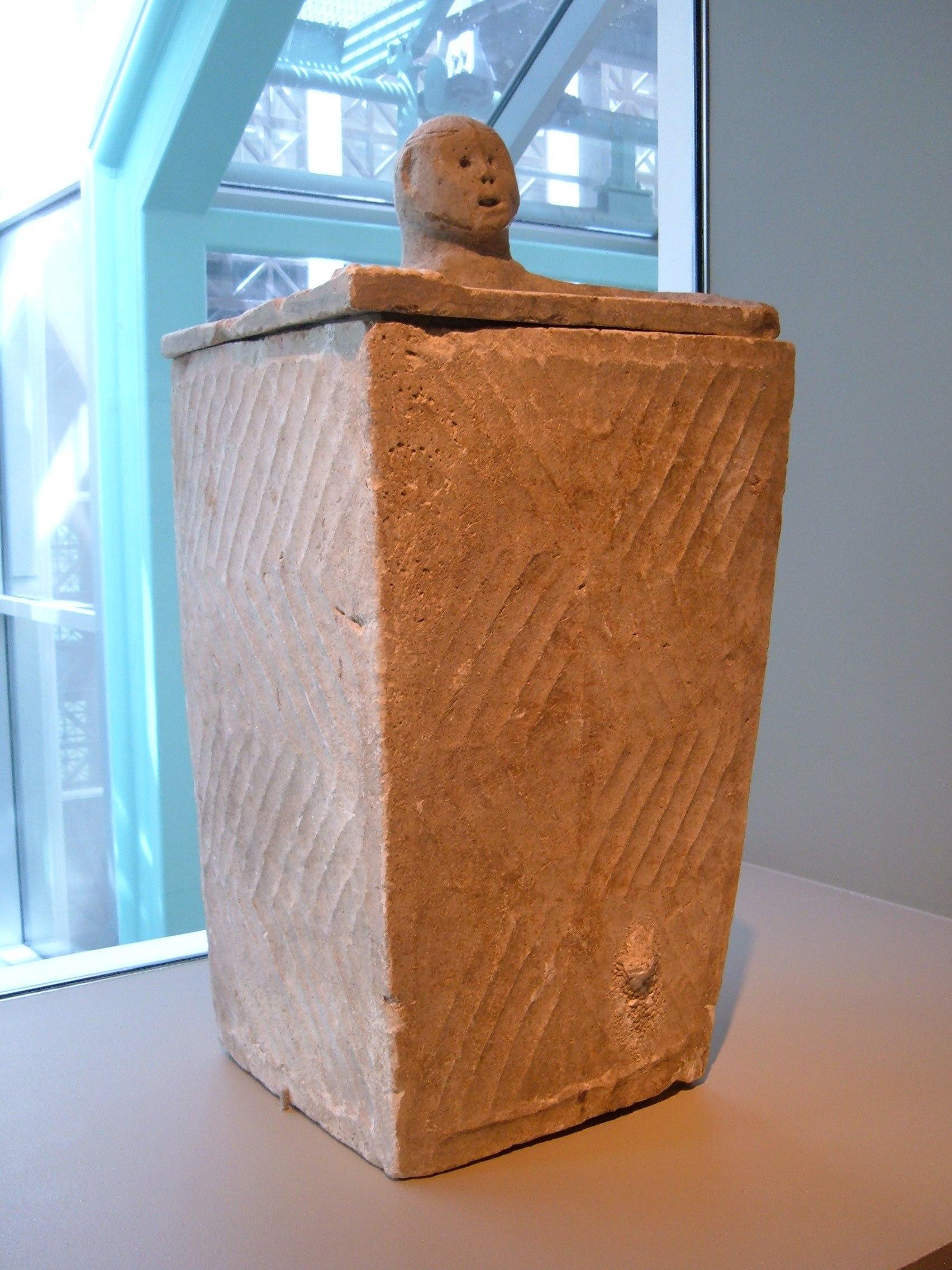 file mindanao burial urn 1 sf asian art museum jpg wikimedia commons