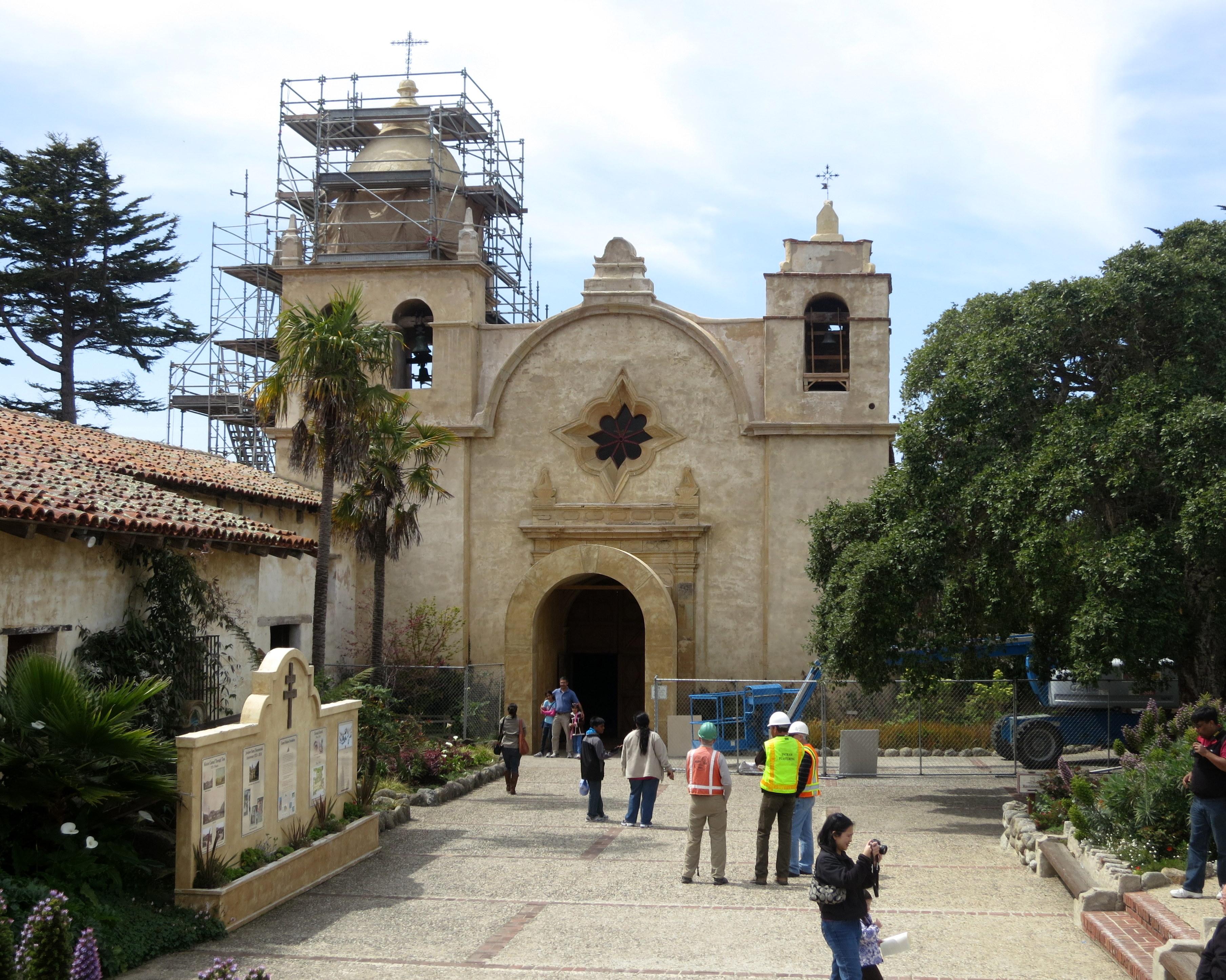 File:Mission San Carlos Borromeo de Carmelo (Carmel, CA ...