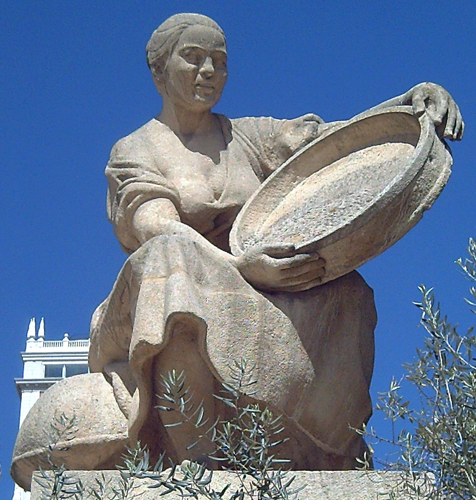 Альдонса Лоренцо, скульптура у памятника Сервантеса в Мадриде. Скульптор Federico Coullaut-Valera (1912–1989)