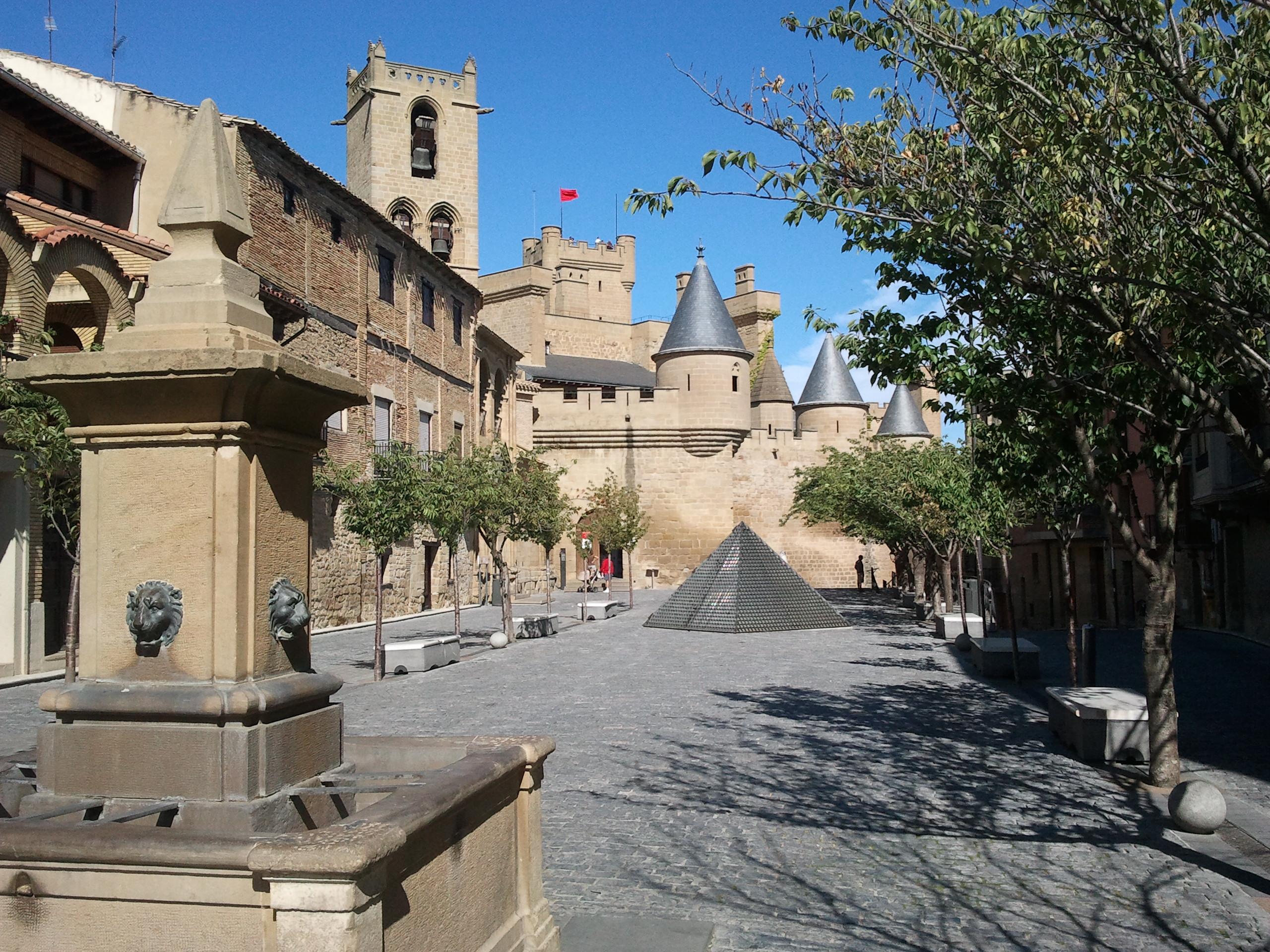 File:Olite, Navarra (España).jpg - Wikimedia Commons