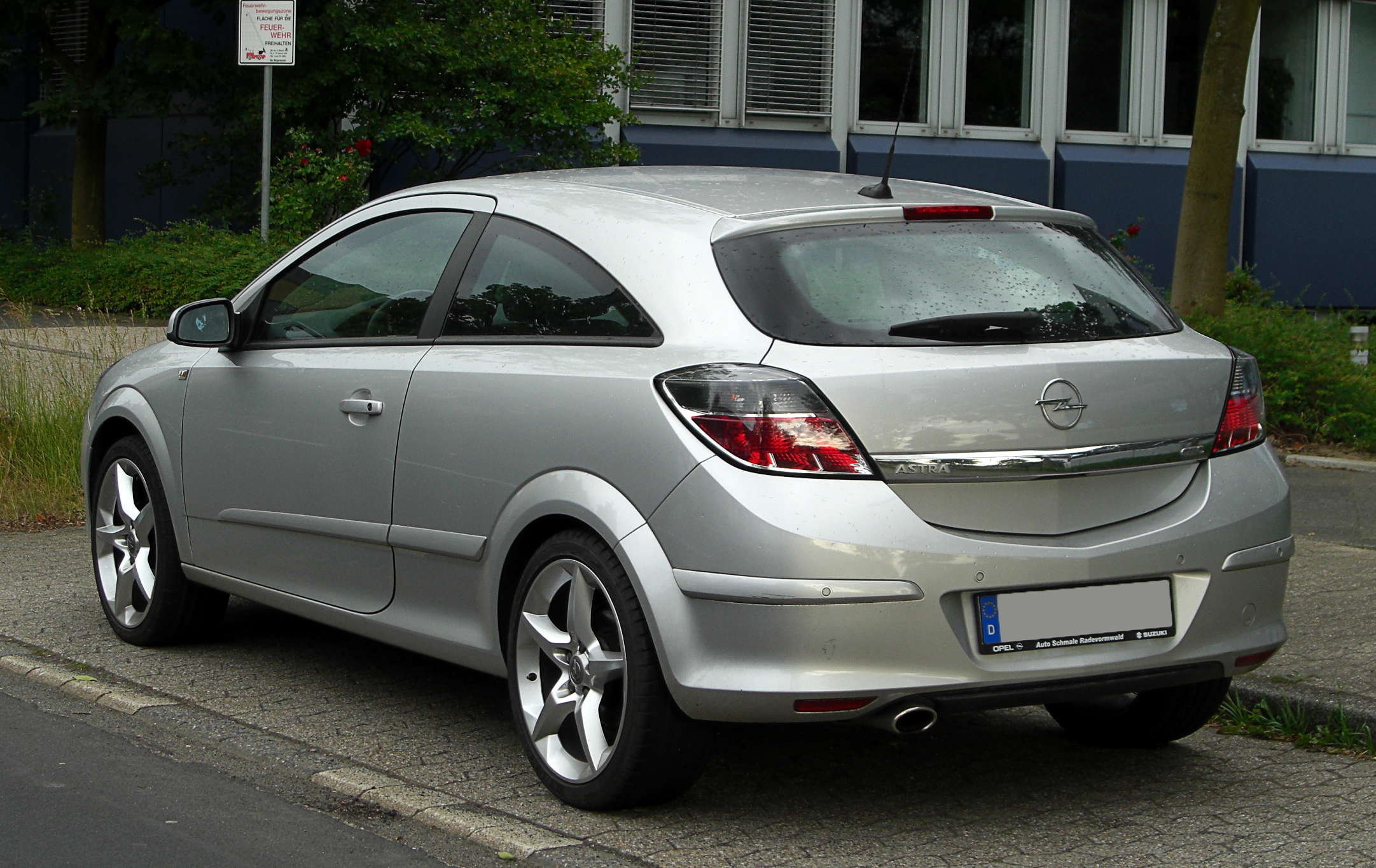 file opel astra gtc h facelift heckansicht 28 mai 2011 wikimedia commons. Black Bedroom Furniture Sets. Home Design Ideas