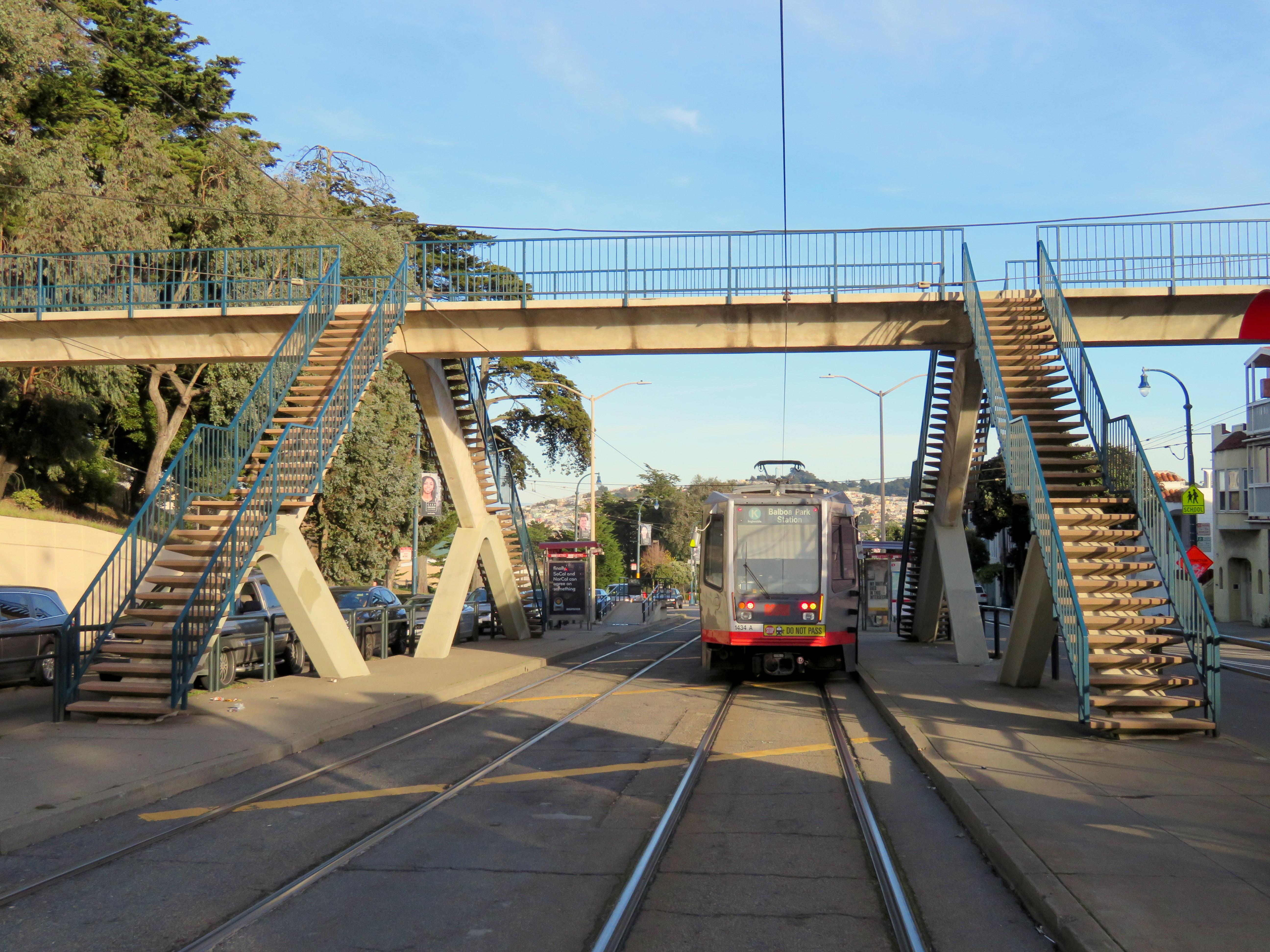Ocean Avenue/CCSF Pedestrian Bridge station - Wikipedia