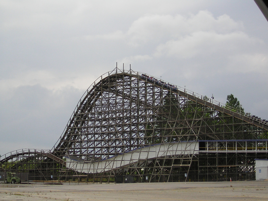 Thunder Road (roller coaster) - Wikipedia