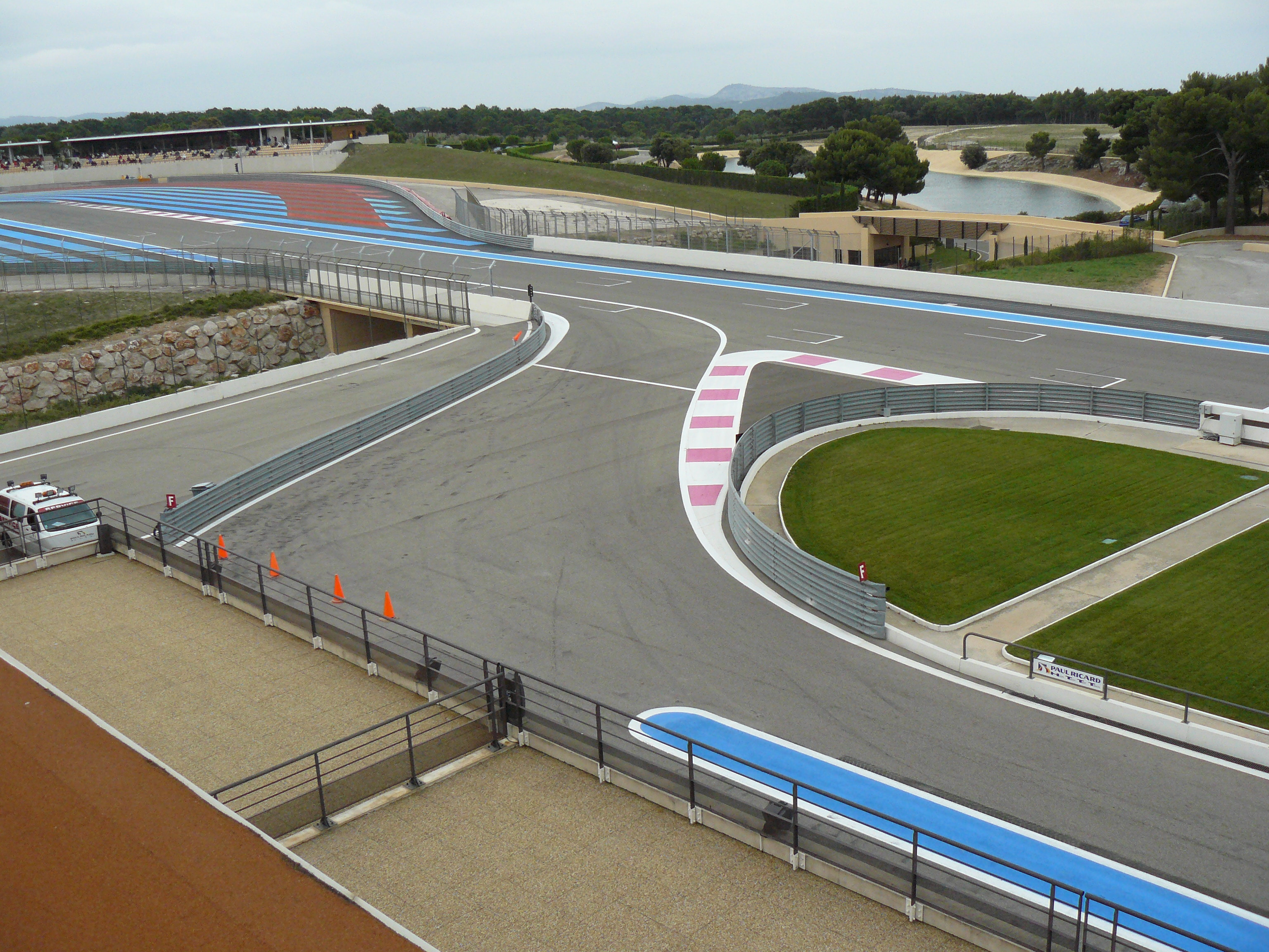 Circuito Paul Ricard : File paul ricard entrée stands g wikimedia commons
