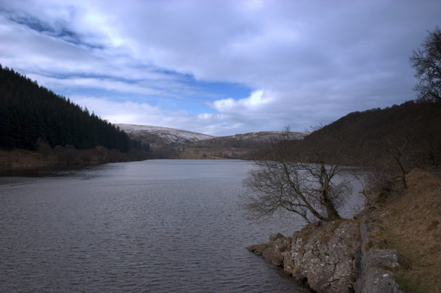 Penygarreg reservoir - geograph.org.uk - 338981