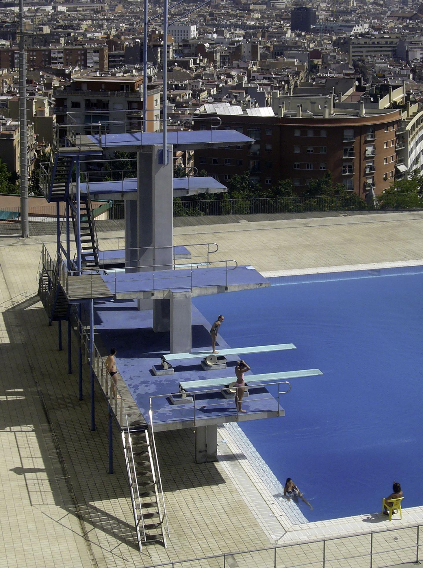 File piscina municipal de montju c torre jpg wikimedia for Piscina municipal