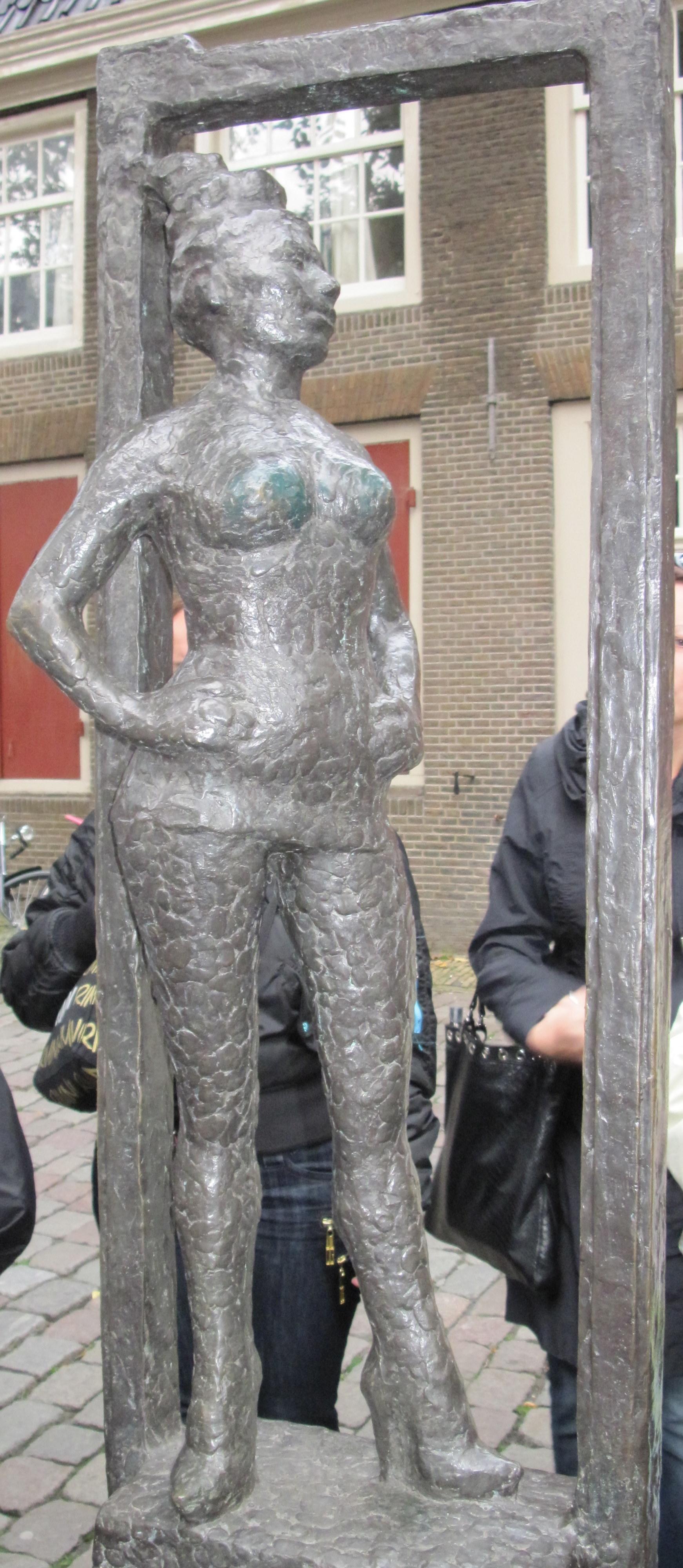 Памятник проститутке амстердам понимаете