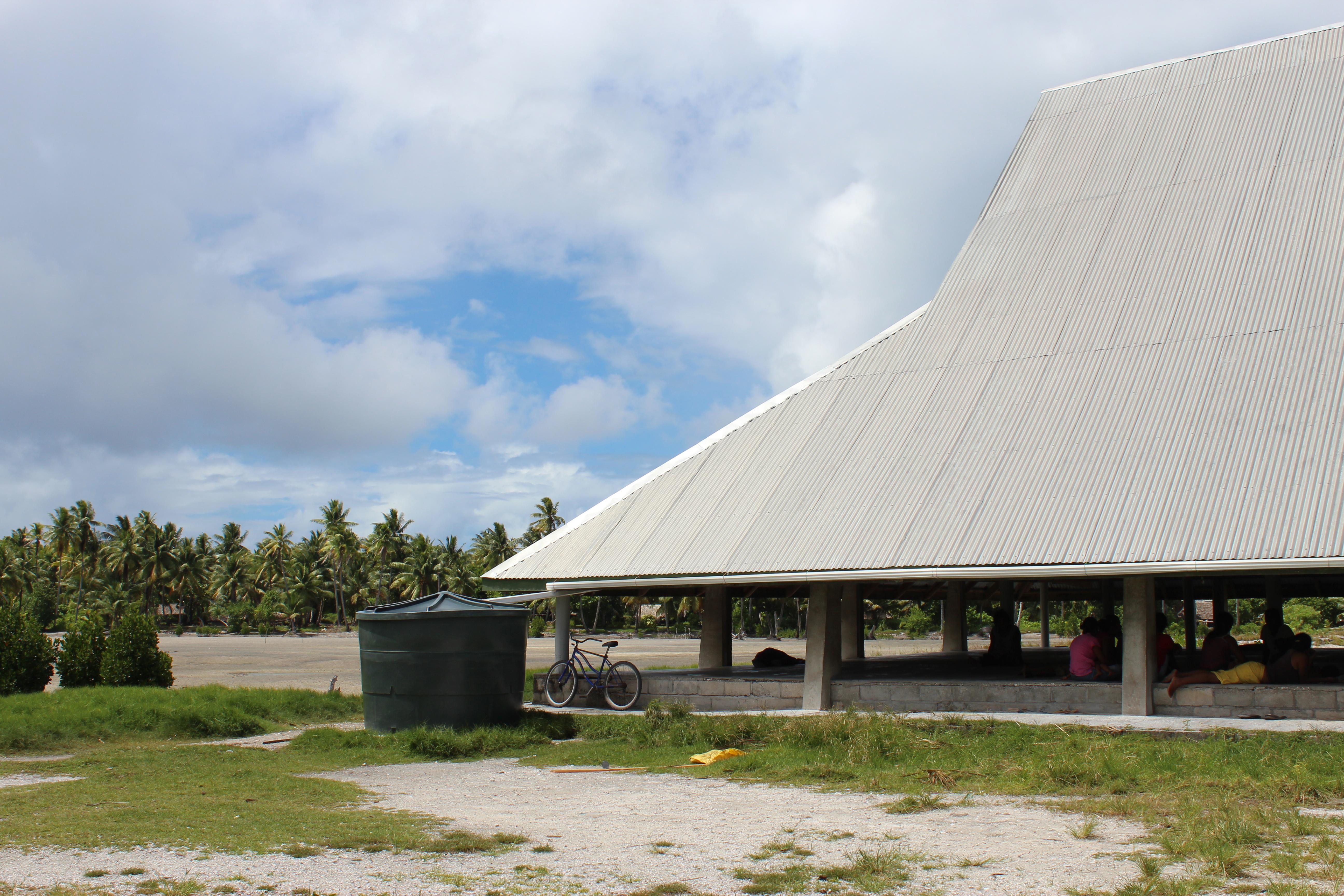 Description rainwater harvesting system jpg - File Rainwater Harvesting Systems In Kiribati 10715703914 Jpg