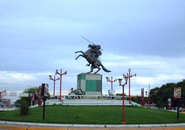 File:Redoma José Antonio Páez. San Fernando de Apure ...